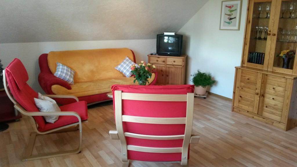 Wohnzimmer TV und Vitrine