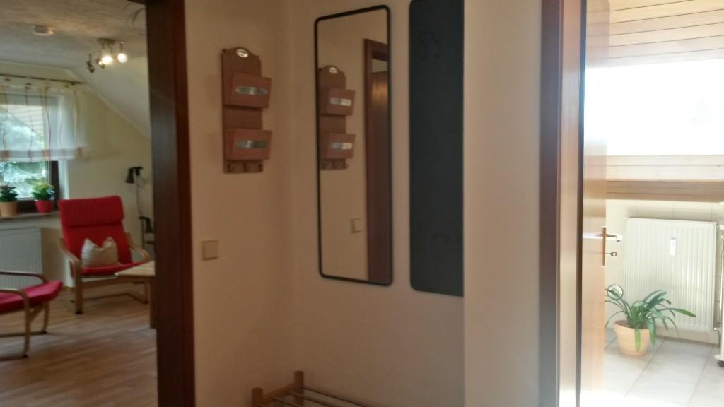 Flur - Blickrichtung Wohnzimmer und Badezimmer